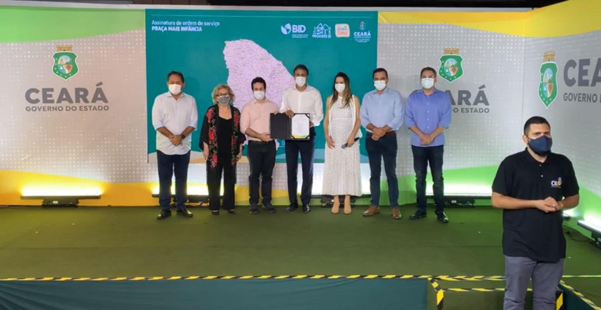 Representantes do governo estadual e dos municípios participaram do evento presencial (Foto: Reprodução/Facebook)