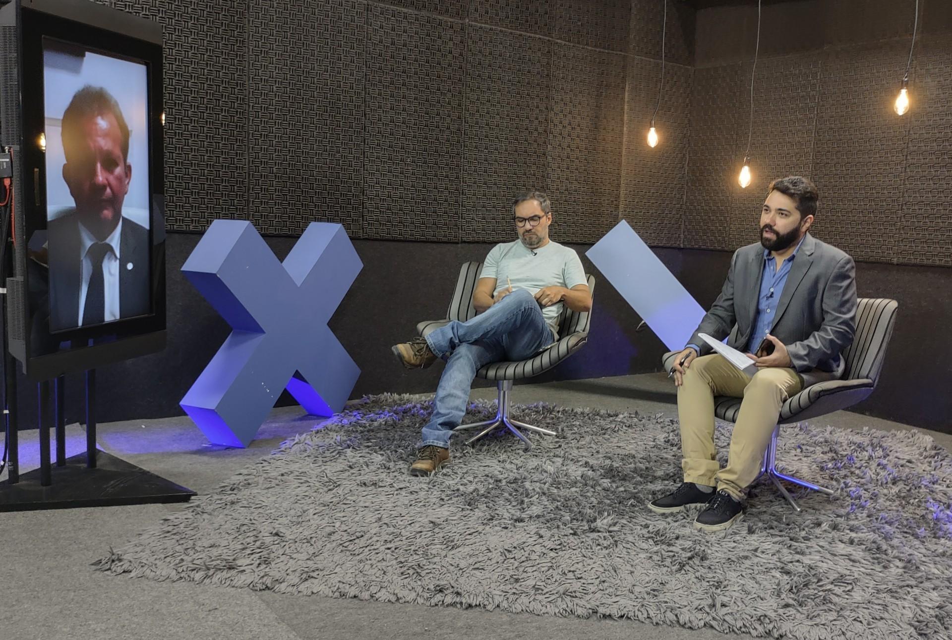 ANDRÉ Figueiredo foi entrevistado pelos jornalistas Ítalo Coriolano e Henrique Araújo (Foto: O POVO)