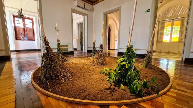 As obras do 72º Salão de Abril poderão ser vistas on-line. Na imagem, 'Assentamento', de Eliana Amorim(foto: Thiago Matine / Secultfor / Divulgação)