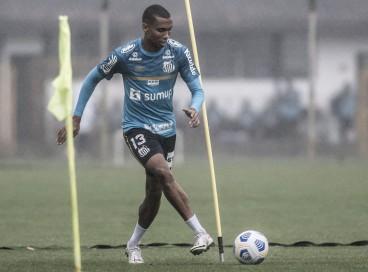 Lateral-direito Madson em treino do Santos no CT Rei Pelé