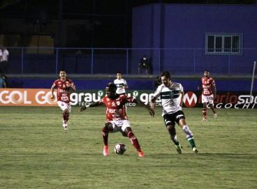 Coritiba e Vila Nova se enfrentam hoje; veja onde assistir ao vivo à transmissão e qual horário do jogo