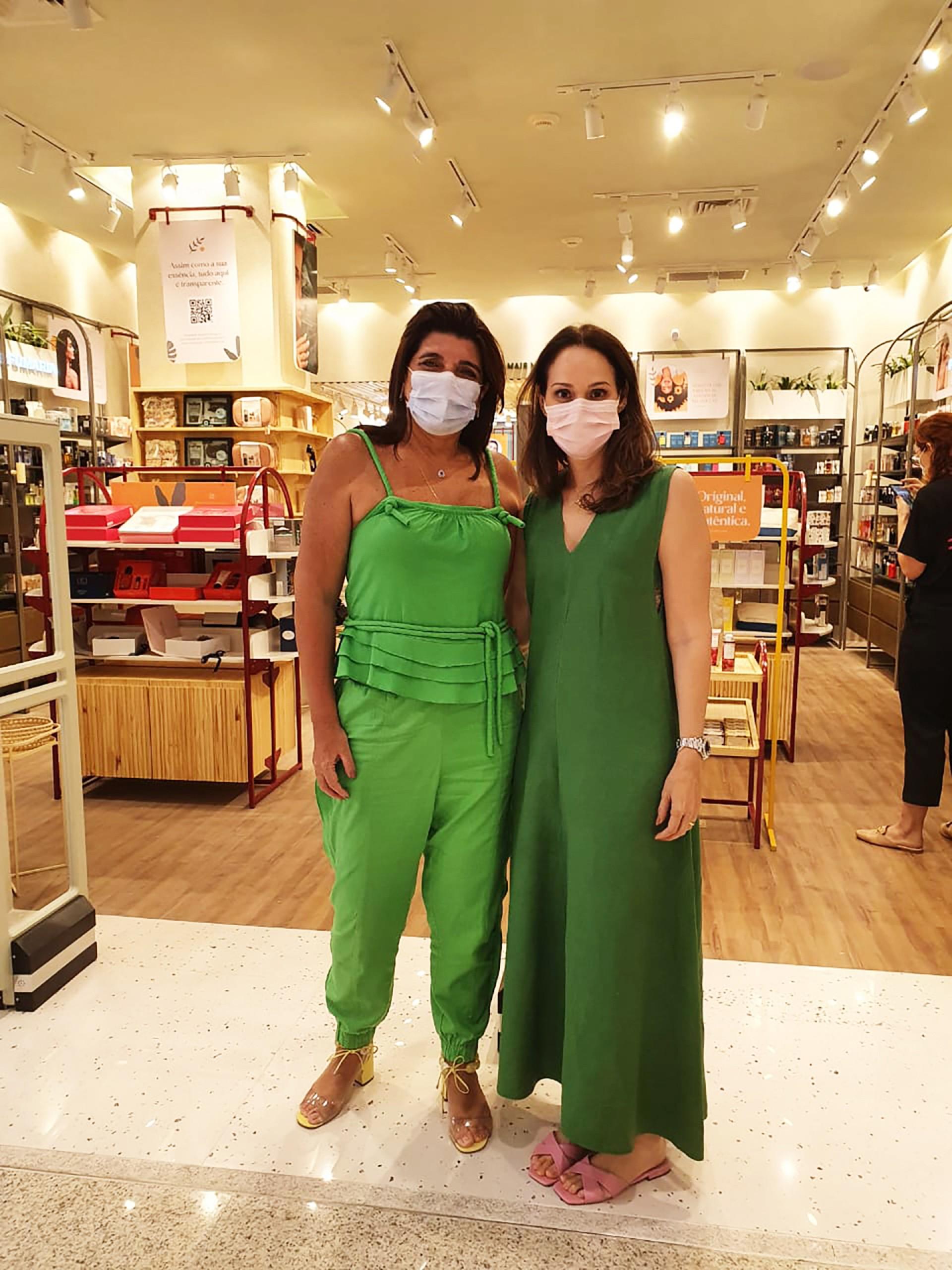 Dnyse Queiroz e Juliana Carneiro abrem mais uma loja do Grupo AmericaNews, a Verdant, voltada a produtos sustentáveis