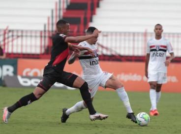 Entre os jogos de hoje, domingo, 19 de setembro, São Paulo e Atlético-GO se enfrentam pela Série A do Brasileirão. Veja onde assistir ao vivo à transmissão e qual horário do jogo.