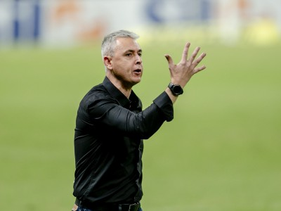 Tiago Nunes precisa acertar ataque do Ceará