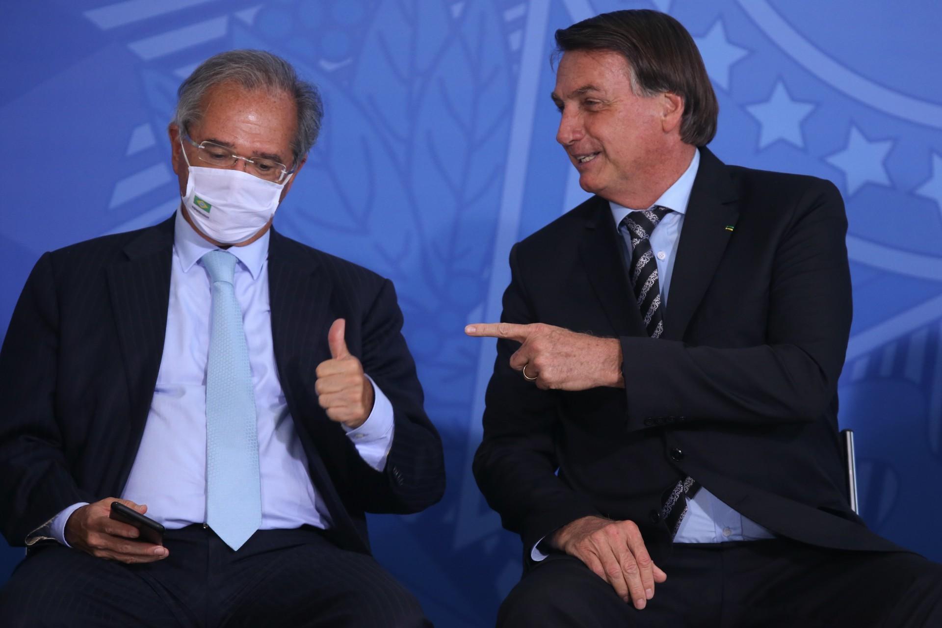 Paulo Guedes e Jair Bolsonaro durante o lançamento dos programas Codex e SUPER.BR em 2020 (Foto: Fábio Rodrigues Pozzebom/Agência Brasil)