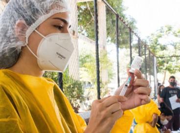 Municípios precisam de novos lotes da vacina AstraZeneca para retomar vacinação com D2