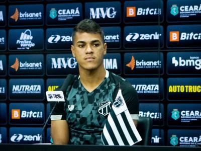 Volante Geovane fez sua estreia pelo Ceará no Brasileirão diante do Santos.