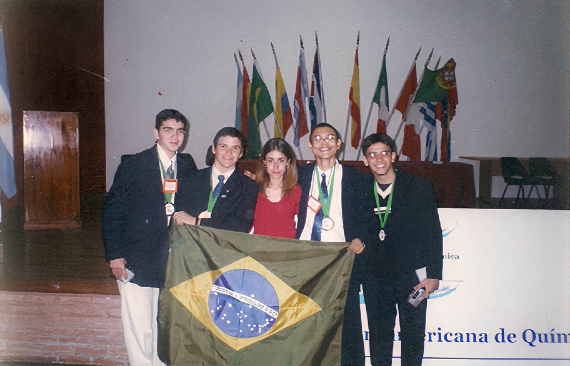 Registro pessoal do medalhista Arquimedes Oliveira, durante a Olimpíada Ibero-americana de Química (Mar del Plata, na Argentina, em 2002)