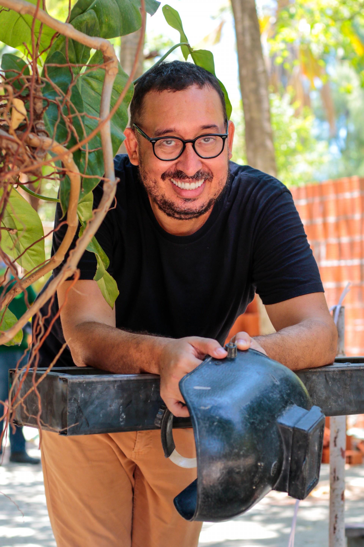Ney Filho recebeu O POVO nas obras da Casa Cor. Uma árvore vai garantir a sombra da Comedoria, seu ambiente na mostra