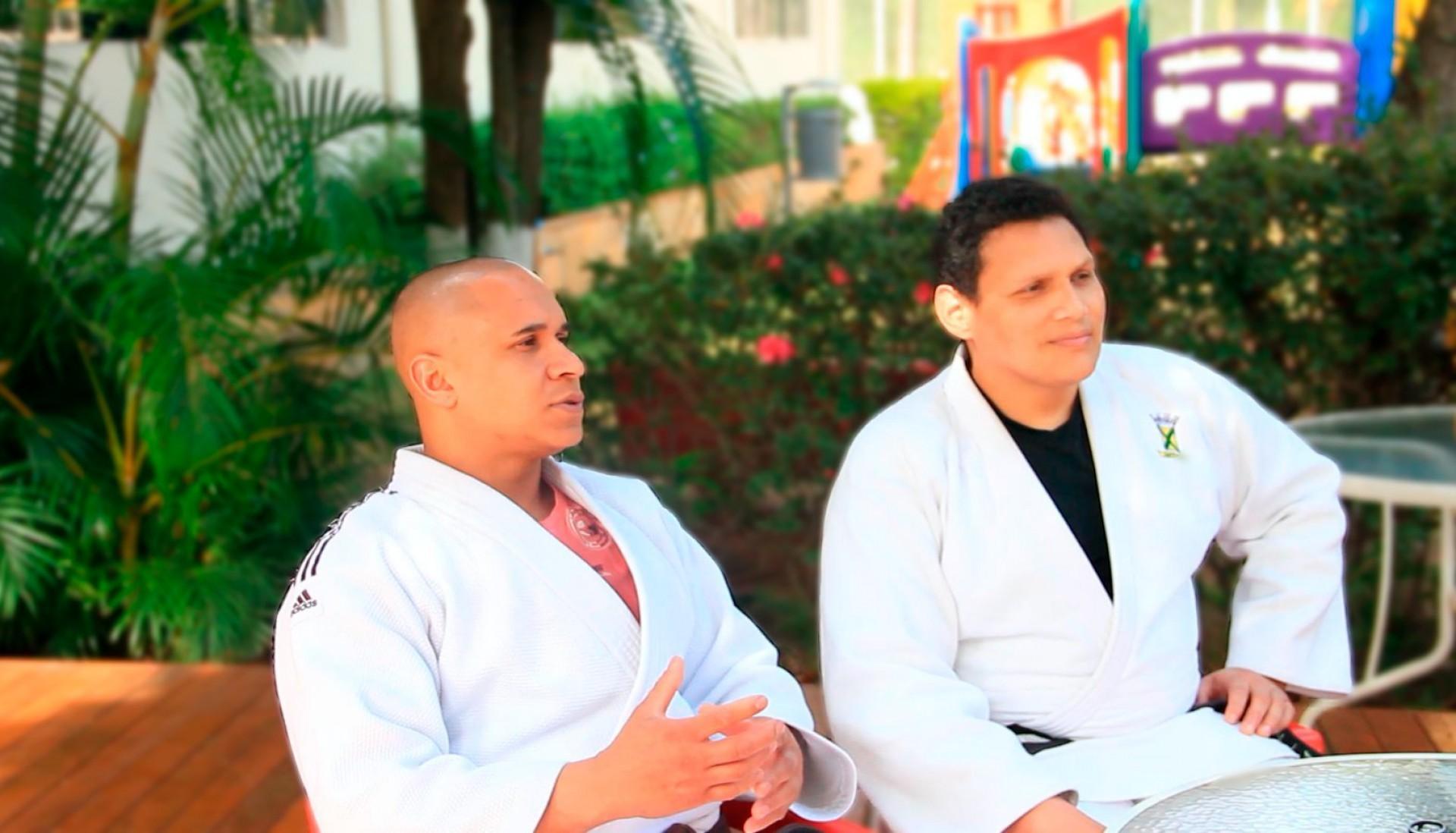 Edinanci Silva (à direita), ao lado do mestre Jefferson Freitas (Foto: Reprodução / Twitter)