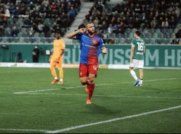 Arthur marcou os dois gols do Basel na vitória sobre o St Gallen (foto: Divulgação / Instagram)