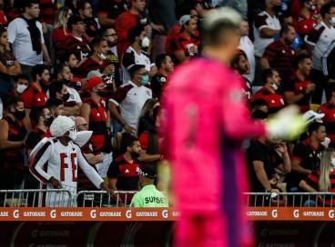 Torcedores na arquibancada do Maracanã no jogo Flamengo x Barcelona-EQU, pela Copa Libertadores