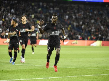 Gueye comemora o seu gol no triunfo do PSG por 2 a 0 sobre o Montpellier