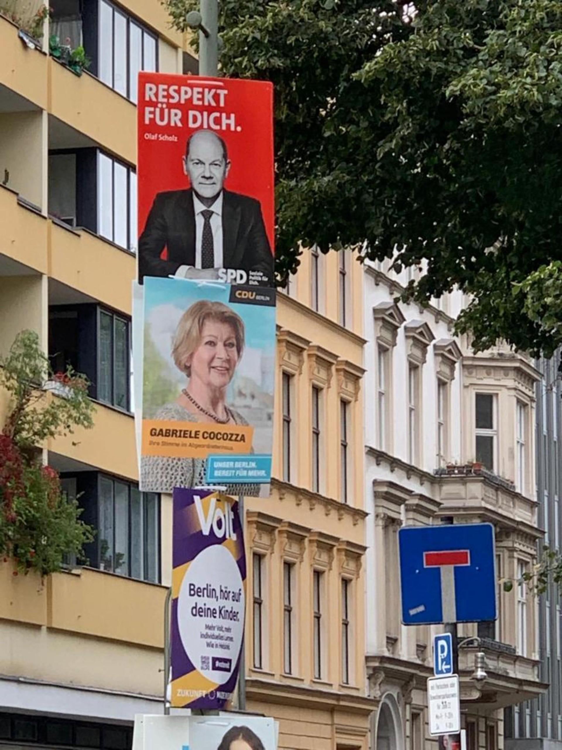 cartazes de postulantes na eleição alemã.  (Foto: divulgação)