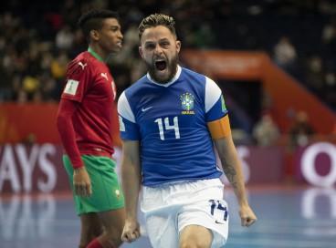 Rodrigo comemora gol no jogo Brasil x Marrocos, pela Copa do Mundo de Futsal