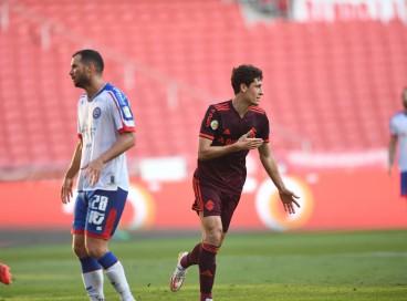 Volante Rodrigo Dourado comemora gol no jogo Internacional x Bahia, no Beira-Rio, pelo Campeonato Brasileiro Série A