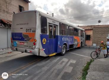 Ônibus foi abandonado no Parque Albano