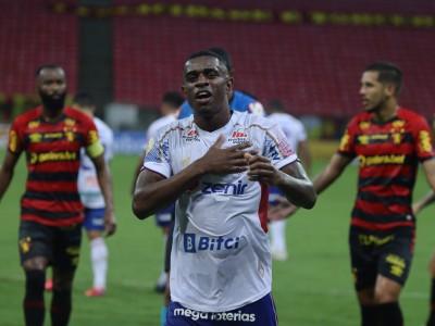 Zagueiro Marcelo Benevenuto comemora gol no jogo Sport x Fortaleza, na Arena Pernambuco, pelo Campeonato Brasileiro Série A