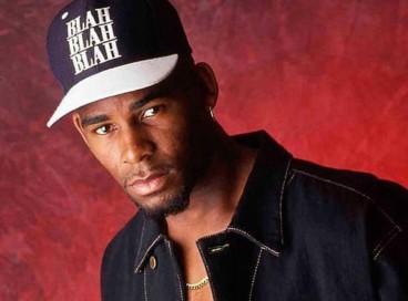 O cantor R. Kelly foi acusado pelo crime de tráfico sexual de mulheres e de menores de idade nesta segunda, 27