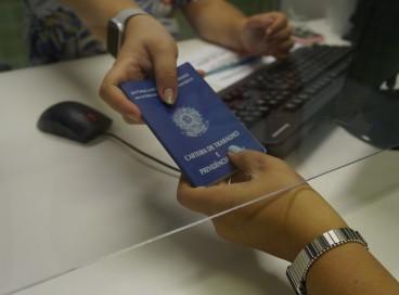 O Sistema Nacional do Emprego (Sine) está disponibilizando 1.044 vagas de trabalho na Capital cearense, incluindo Pessoas com Deficiência (PcD).