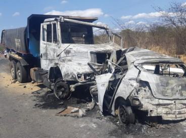 Acidente de trânsito deixa três vítimas carbonizadas