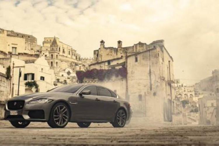 """Jaguar XF (""""007: Sem Tempo para Morrer"""")"""