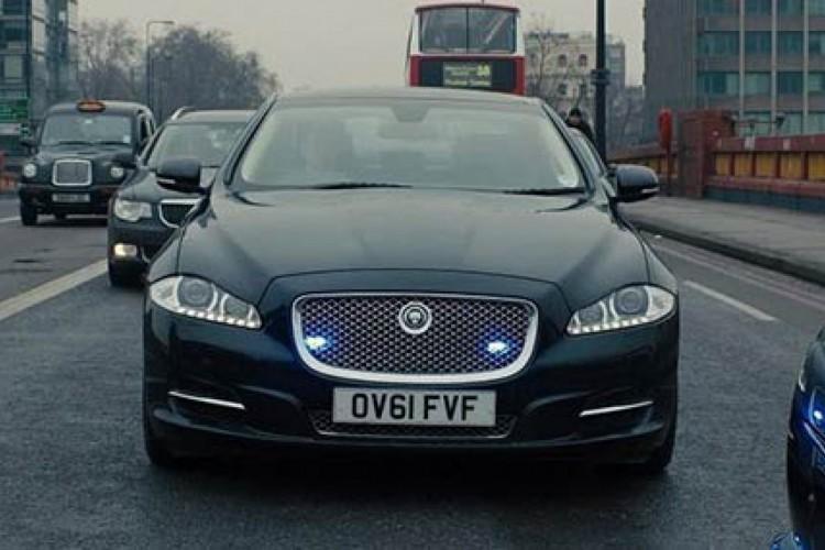 """Jaguar XJ (""""007: Operação SkyFall"""")"""