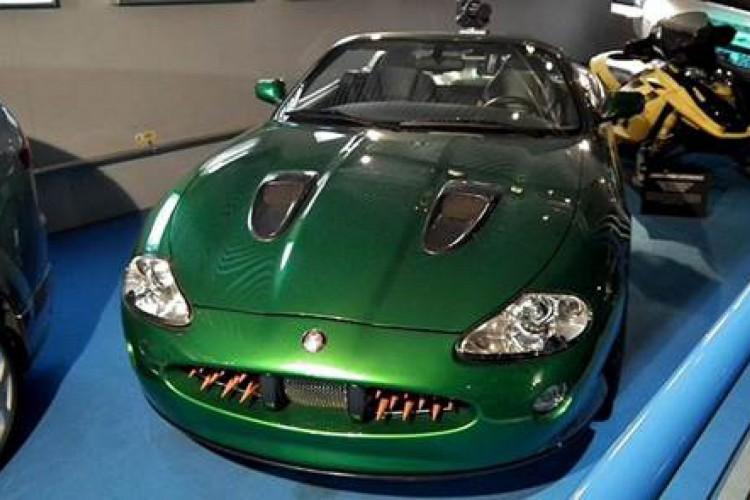 """Jaguar XKR (""""007: Um Novo Dia Para Morrer"""")"""