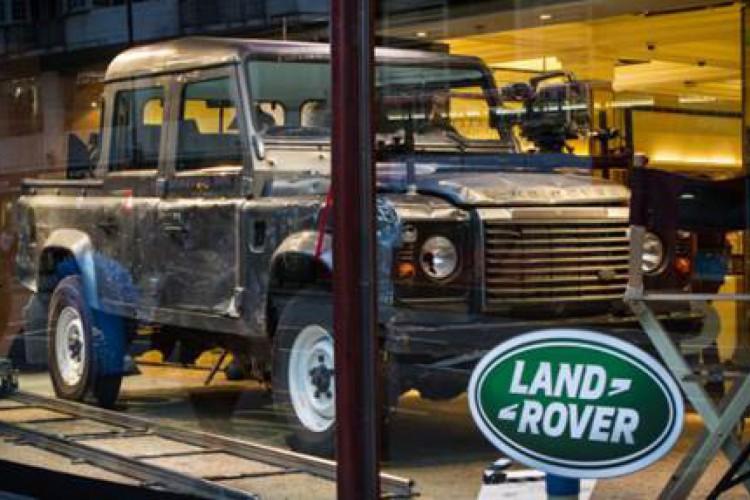 """Land Rover Defender 110 Double Cab (""""007: Operação Skyfall"""")"""