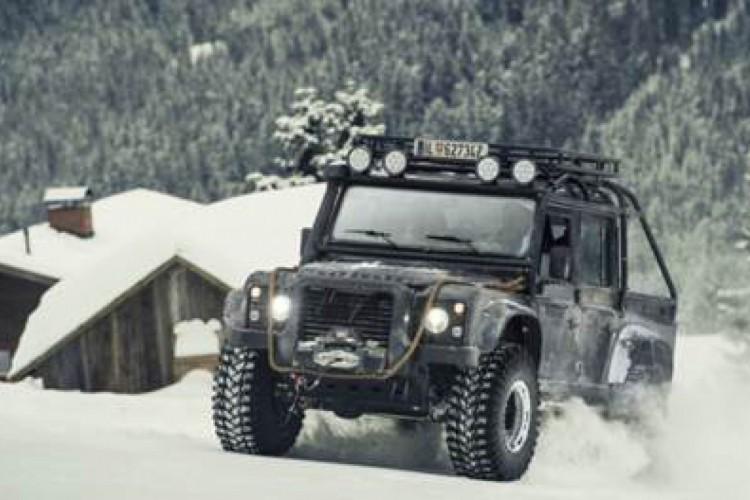 """Land Rover Defender Big Foot (""""007 Contra Spectre"""")"""