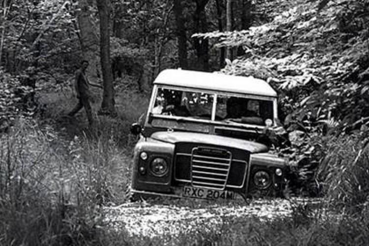 """Land Rover Series 3 (""""Marcado para a Morte"""" e """"007: Sem Tempo Para Morrer"""")"""