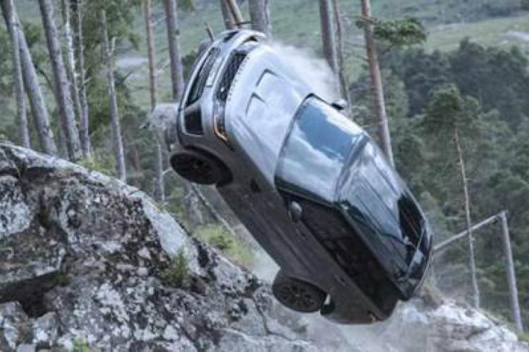 """Range Rover SVR Clássico e Carbon Edition (""""007 Contra Spectre"""" e """"007: Sem Tempo Para Morrer"""")"""