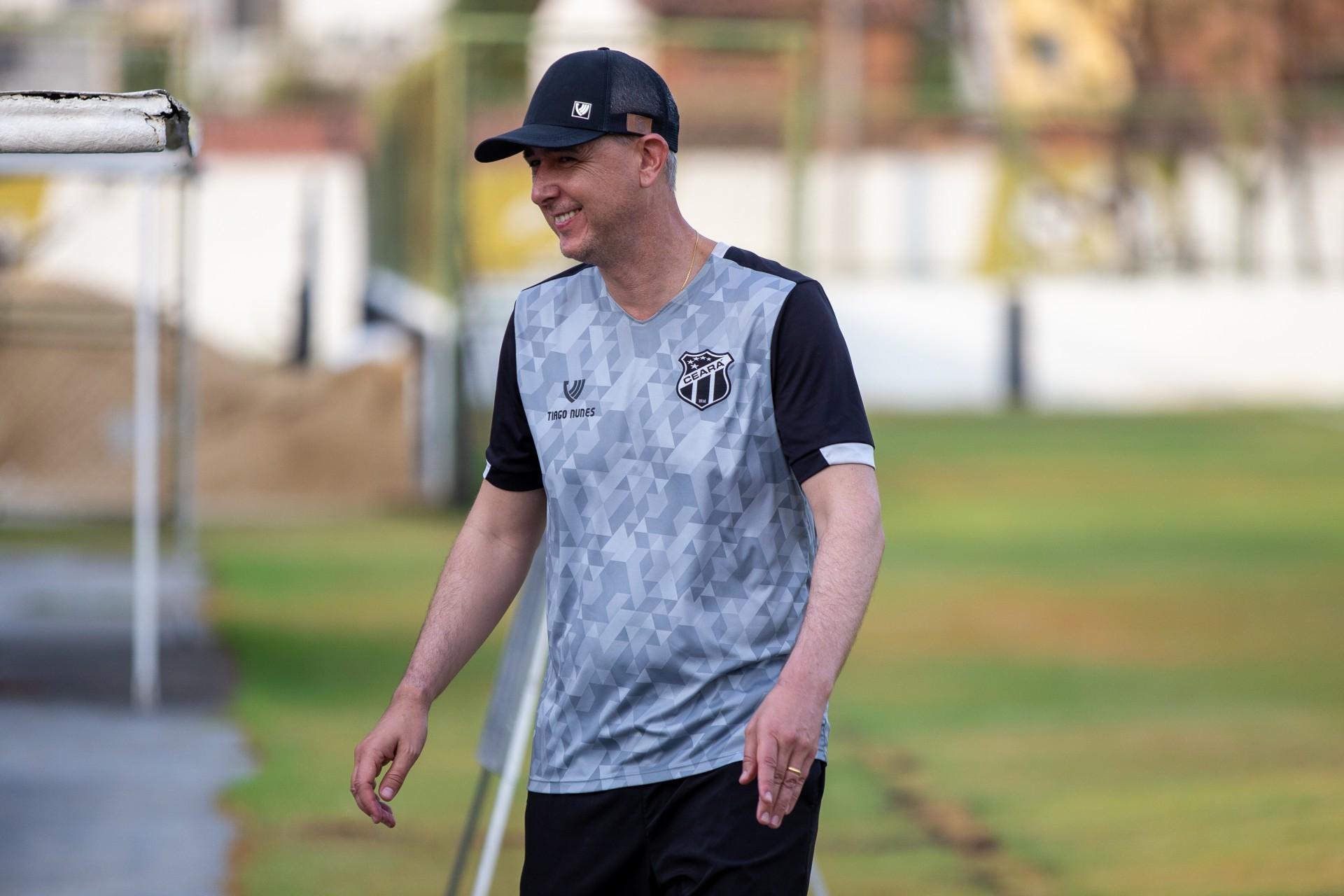Técnico do Ceará, Tiago Nunes tem retrospecto positivo e títulos contra o Internacional