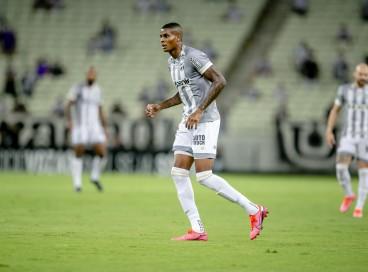 Suspenso, atacante Cléber será desfalque do Ceará contra o Fluminense