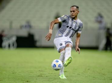 Pacheco volta ao time após cumprir suspensão