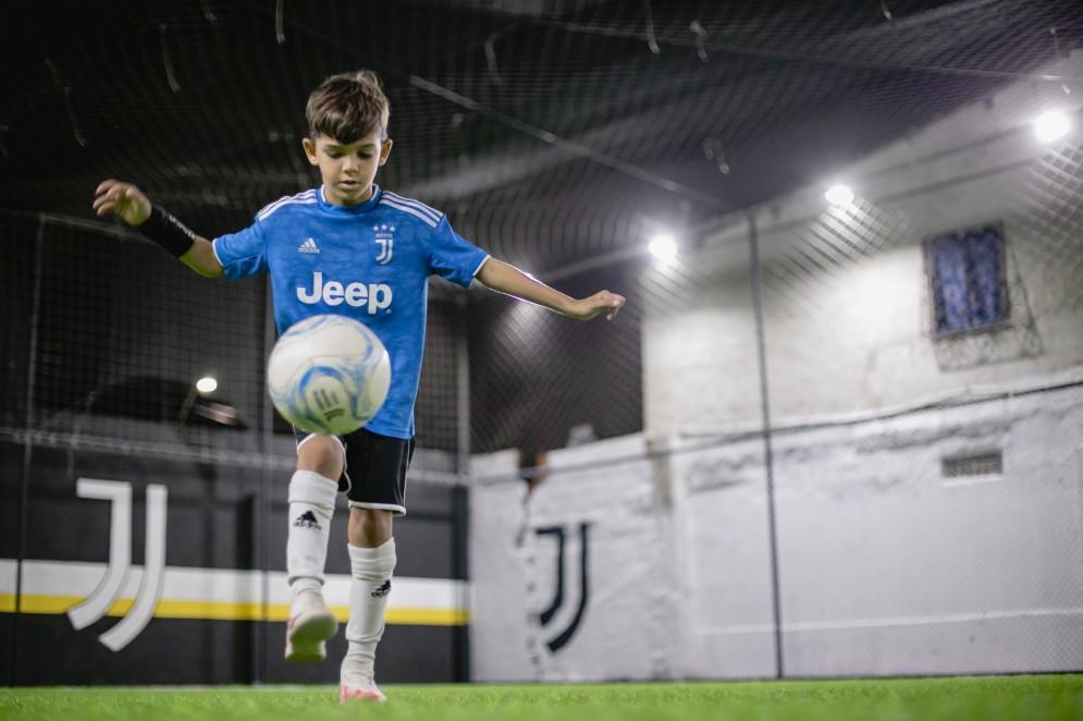 Miguel tem aptidão com a bola desde os primeiros passos(Foto: Aurelio Alves)