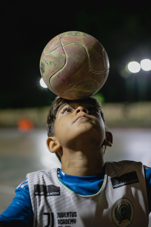 Miguel pode até ser econômico com as palavras, mas se comunica como gente grande com a bola (Foto: Aurelio Alves)