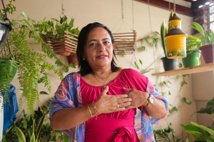 Atualmente, Aila Maria Veras de Oliveira, 55, continua sendo acompanhada no Instituto do Câncer do Ceará (ICC) (Foto: Yago Albuquerque / Especial para O Povo)