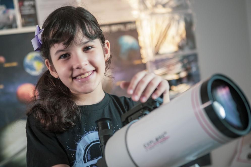 Nicole Oliveira, 8 anos, é a astrônoma mais jovem do Brasil.(Foto: FCO FONTENELE)