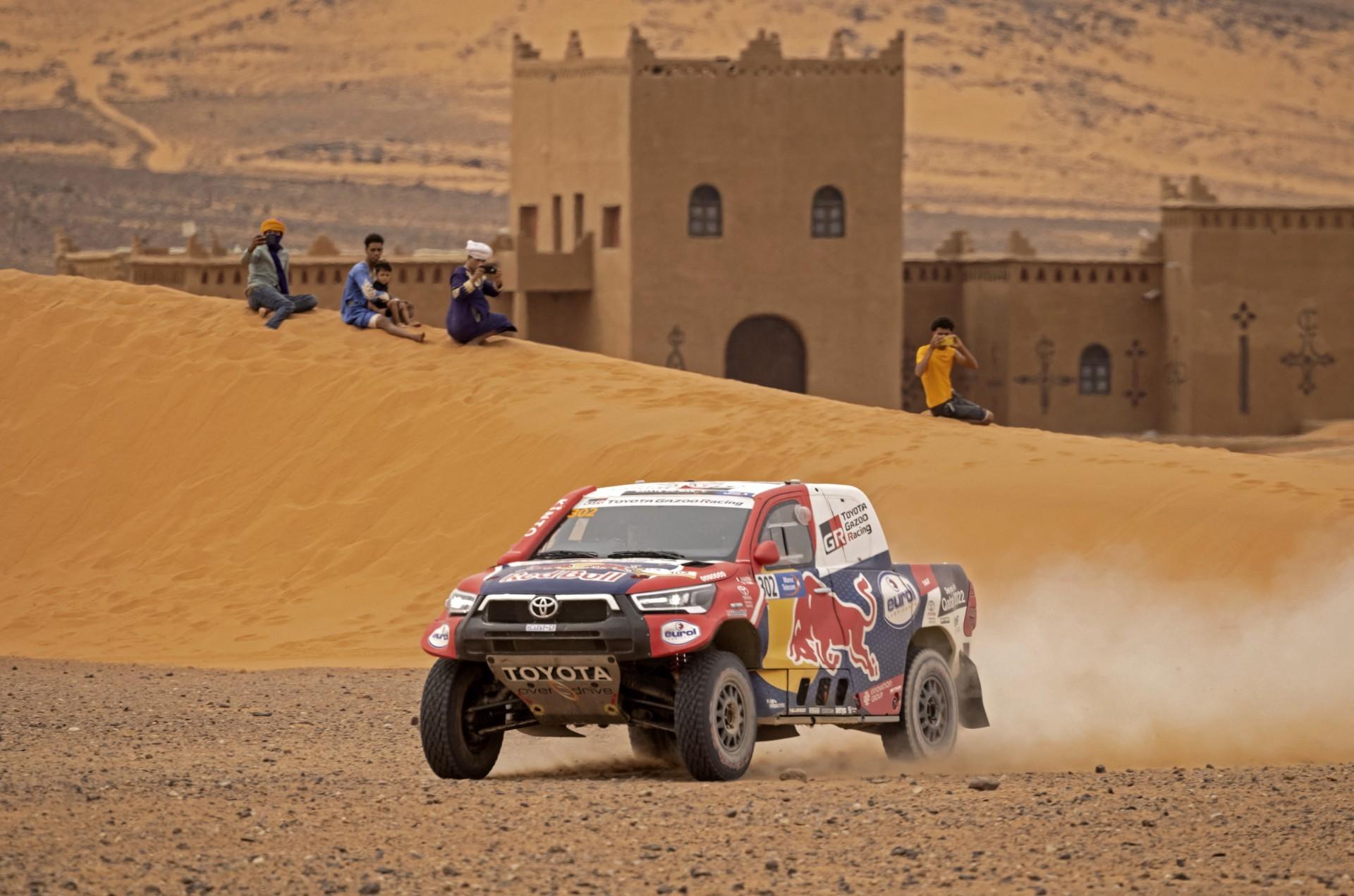 Rally realizado no deserto do Marrocos (Foto: FADEL SENNA / AFP)