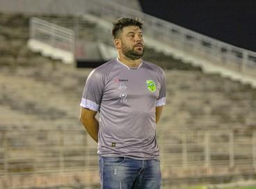 Floresta, de Daniel Rocha, busca vaga inédita na fase de grupos da Copa do Nordeste