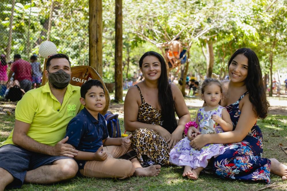Messias Agostinho e Lidiane Marques, pais de Melissa (18 anos) e Israel (9 anos) e avós de Eliza, de 2 anos
