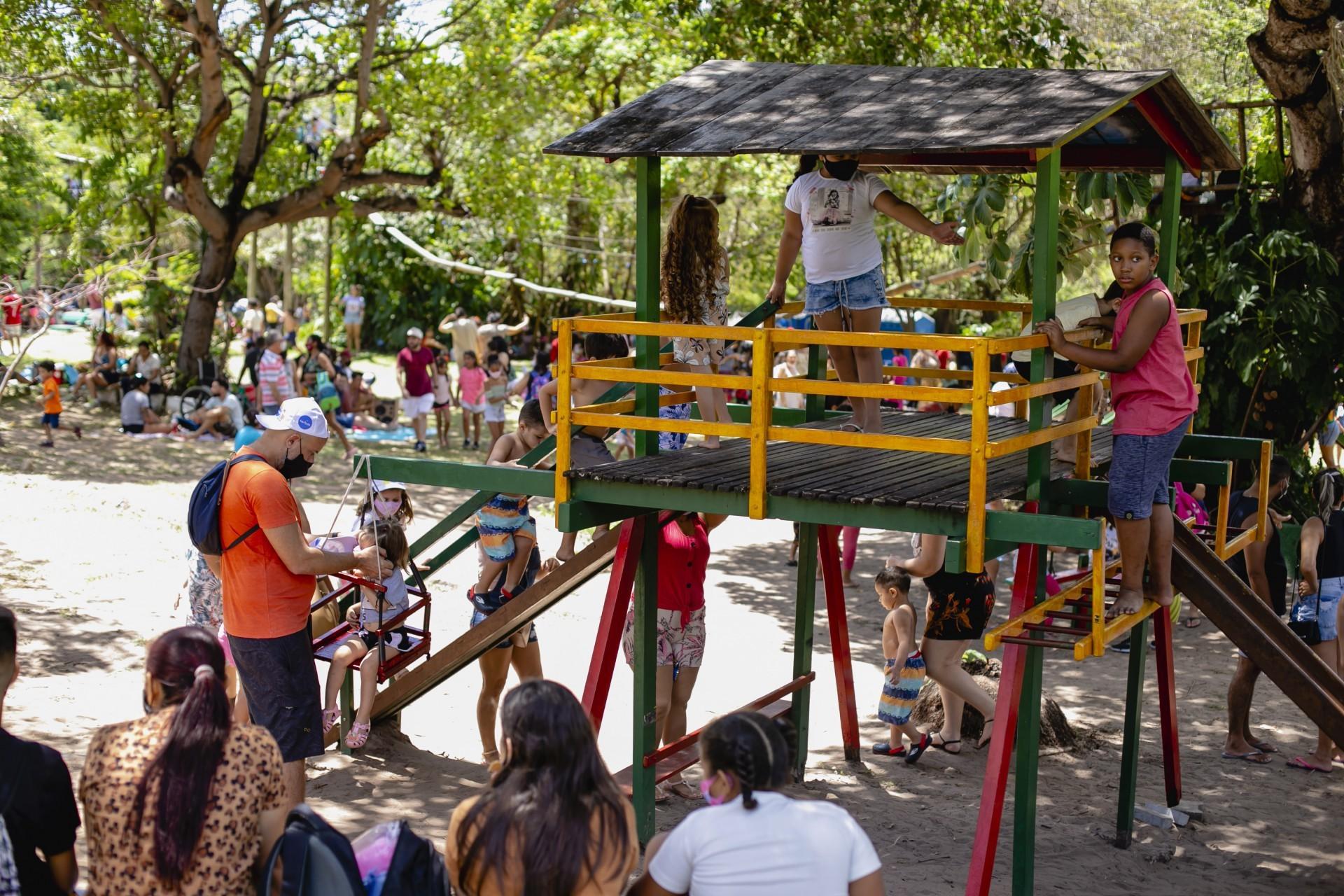 (Foto: Aurelio Alves)Dia das Crianças no Parque do Cocó; a criançada aproveitou para explorar o espaço e os brinquedos do lugar