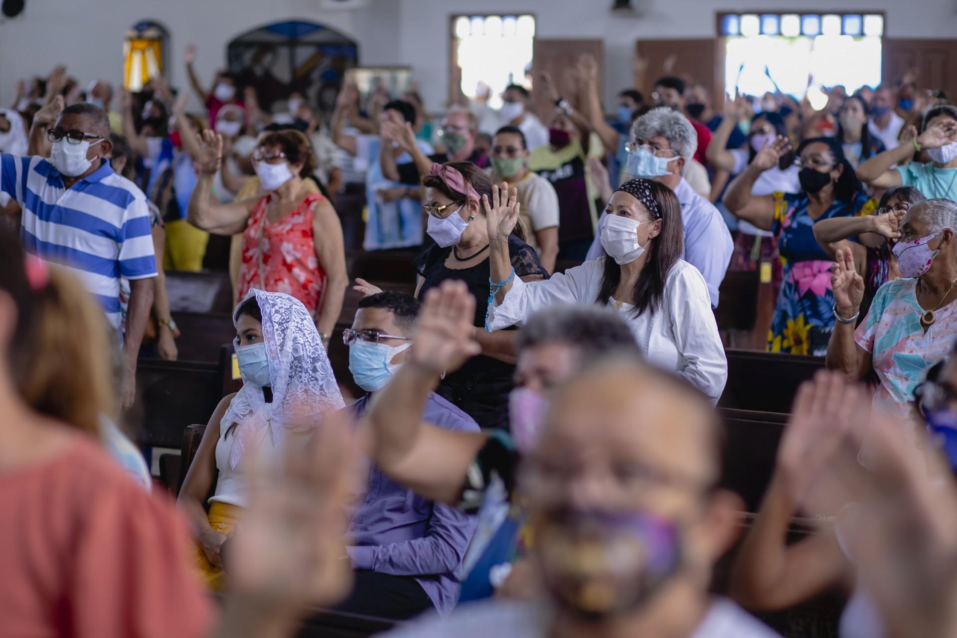 (Foto: Aurelio Alves)Igreja de Nossa Senhora Aparecida, no bairro Montese, fica lotada de fiéis no dia dedicado à Padroeira do Brasil