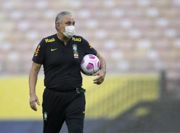 Técnico Tite em treino da seleção brasileira na Arena da Amazônia, em Manaus