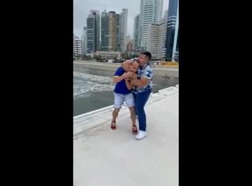 Homofóbico ameçou voltar com amigos para continuar violência mesmo após grupo de turistas pedir que ele se retirasse