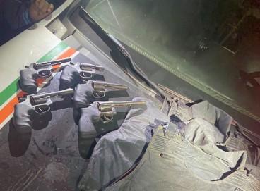 Armas e coletes recuperados pela Polícia Militar