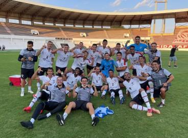 Jogadores do Atlético Cearense comemoram o acesso à Série C