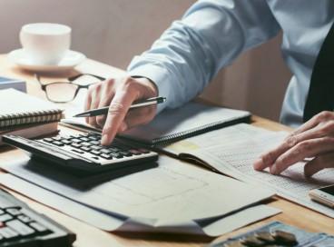 O refinanciamento do ICMS abrange também os débitos parcelados, inscritos ou não em dívida ativa, inclusive os ajuizados