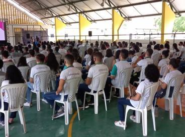 Faltando um mês para o Enem, estudantes participam de aulões do programa Enem MIX